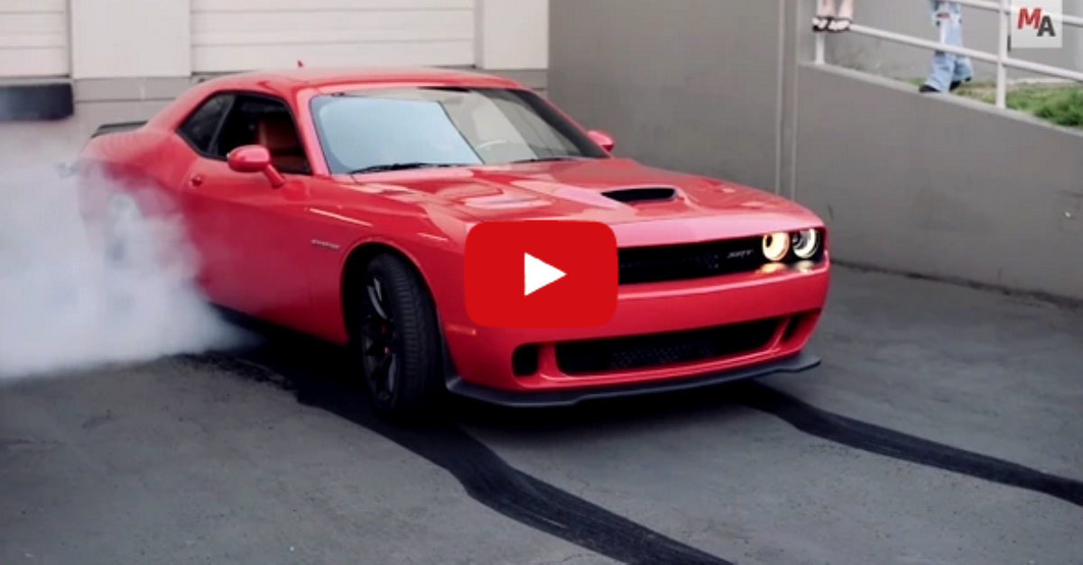 2015 dodge Challenger SRT Hellcat Awesome Burnout