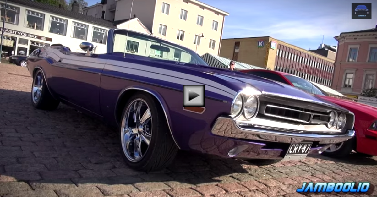 plum crazy purple 1971 Dodge Challenger 472 HEMI V8 Convertible
