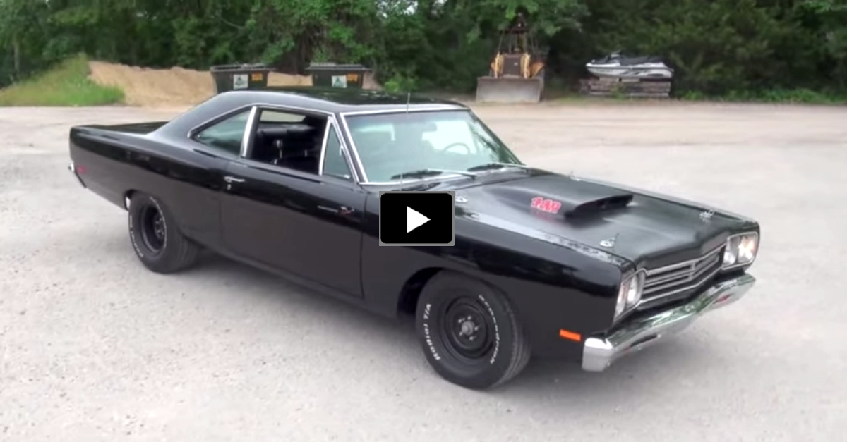 plymoith roadrunner muscle car