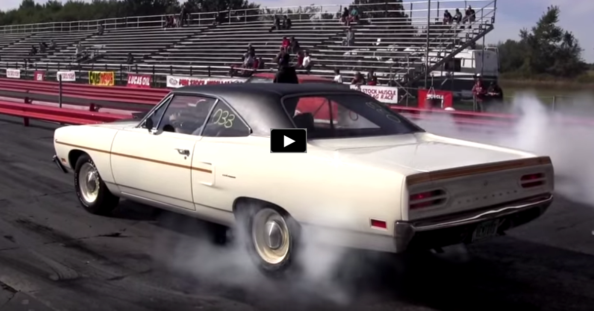 1970 hei road runner vs 1970 challenger 440 drag race