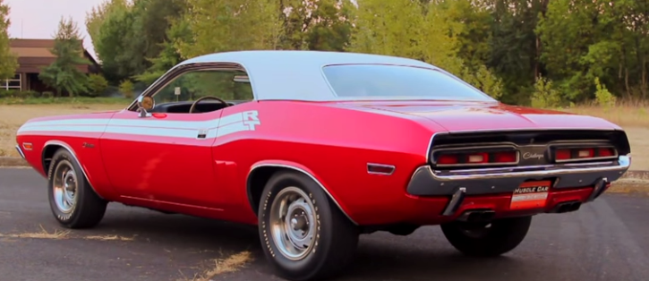 1971 dodge hemi challenger in bright red