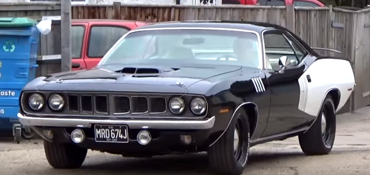 1971 plymouth hemi cuda black & white