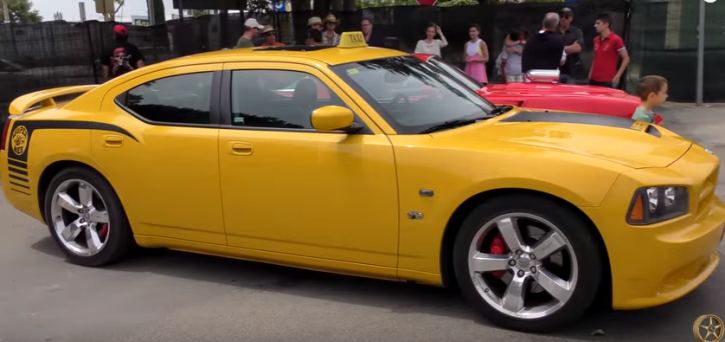 yellow dodge hemi charger super bee burnouts