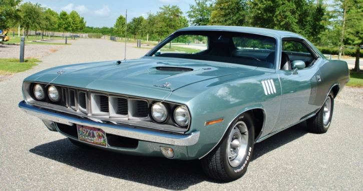 restored 1971 plymouth cuda up close