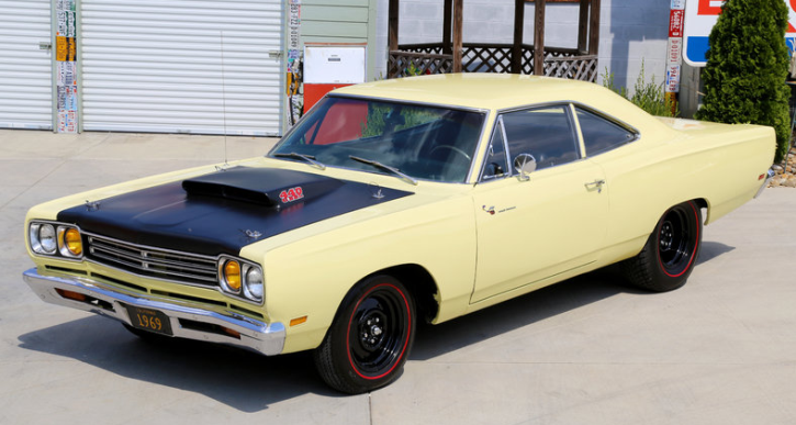 sunfire yellow 1969 plymouth road runner 4-speed