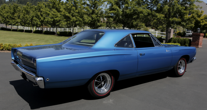blue 1968 plymouth hemi road runner 4-speed
