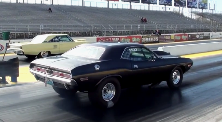 9 second all motor dodge challenger drag racing