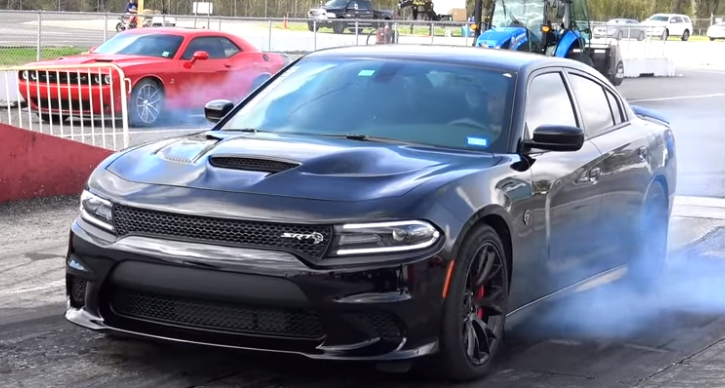 hellcat charger vs dodge demon drag racing