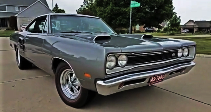 Test Driving a 1969 Dodge Super Bee 440 4-Speed | HOT CARS