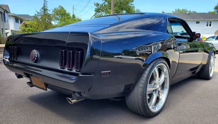 1969 mustang body sitting on 2007 chassis