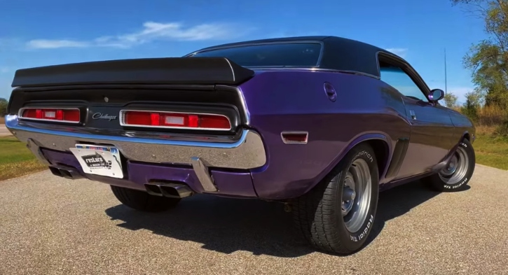 plum crazy purple 1971 dodge challenger r/t