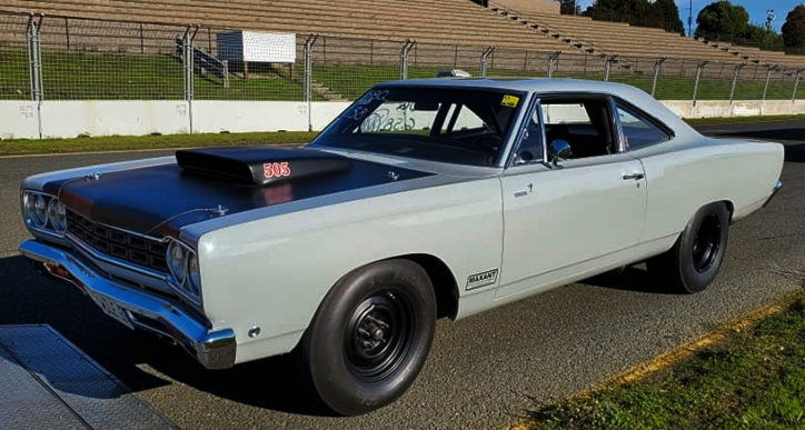 1968 plymouth road runner dragcar