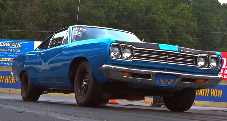 plymouth road runner drag racing