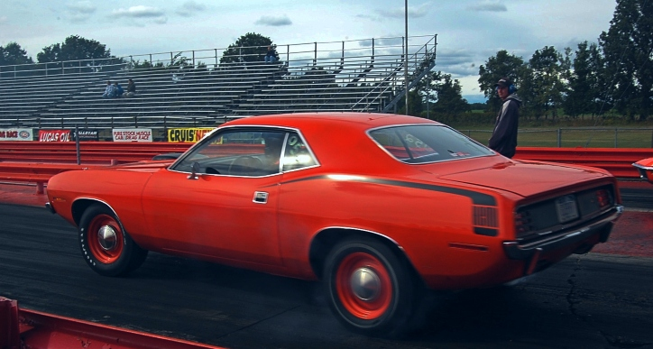 426 hemi 1970 plymouth cuda 1/4 mile race