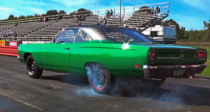 a12 road runner vs tri power gto 1/4 mile race