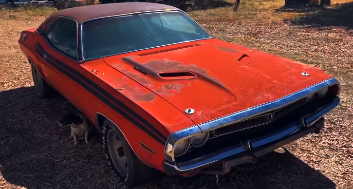 barn find dodge challenger 426 hemi 4-speed